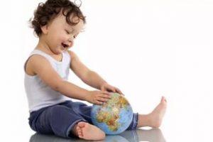Нужно ли вписывать ребенка в свой загранпаспорт?